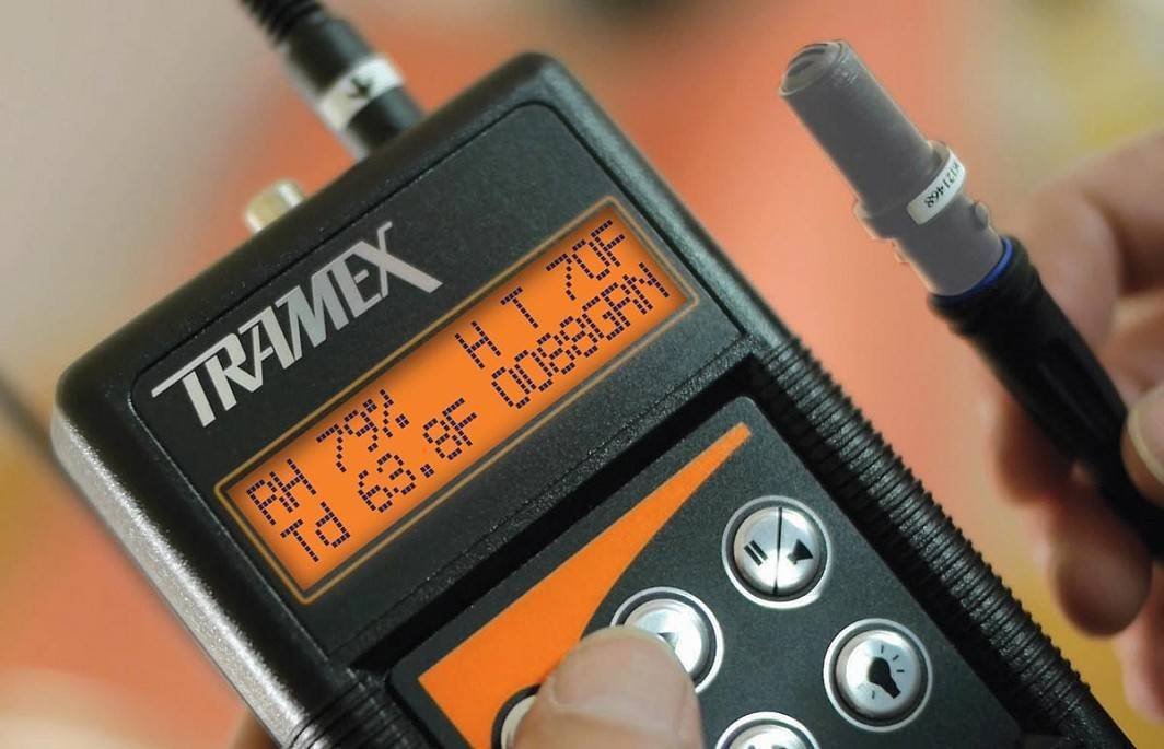 Tramex MRH3 Moisture Meter with Hygro-i2 RH probe in use ºF